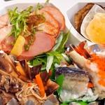 れすとらん いさりび - 晩酌セット(左下:鴨ロース、キノコのソテー、ハタハタの飯寿司、いぶりがっこ)