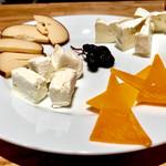 58188407 - 4種のチーズ盛り合わせ 1,380円