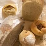 58189987 - 購入したパン