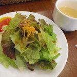 5819382 - セットサラダ&スープ   ※サラダの赤いやつはグレープフルーツです
