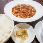 中国食酒坊 まつもと - ご飯とザーサイとスープ