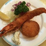 洋食 スコット - 有頭エビフライは食べごたえしっかり、 カニクリームコロッケはミソ入りで濃厚
