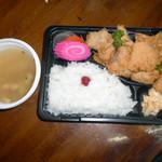 スーパーかがち - 料理写真:400円の 鶏天弁当 みて この鶏天の量にビックリぽん です