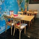 ニラムパレス - テーブル席