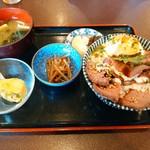 58201064 - ローストビーフ丼