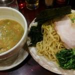 大黒家 - 豚骨つけ麺が新しくラインナップされてました。 早速、実食です。煮玉子と鳥肉をトッピングしました。