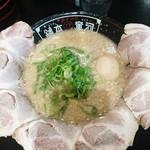 河童ラーメン本舗 - 料理写真:煮玉子入りチャーシュー麺1020円背油たっぷりのとんこつに醤油味がいいね。