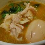 大黒家 - 最後は、スープ割り。蒸し鶏、ホウレン草、煮玉子を入れてみます。