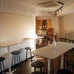 KURAND SAKE MARKET - オシャレな雰囲気のなか、日本酒をお楽しみください