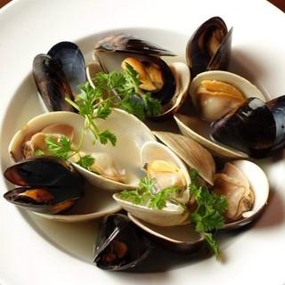 産直の野菜や魚介あふれるメニュー!旬の食材を使った料理です。