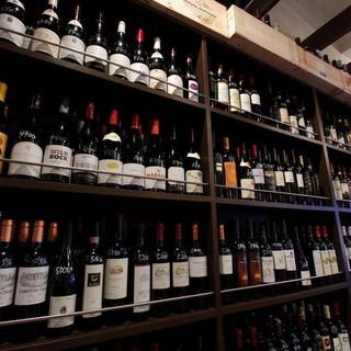 とことんワインにこだわります!700種類ボトル¥1980~