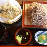 みどりや - 「天付きそば」。茄子、海老、舞茸の天ぷら