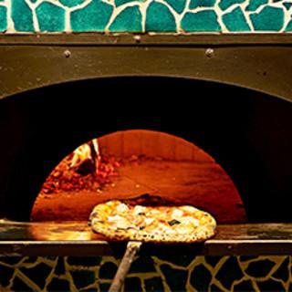 薪窯で焼く本場ナポリのピッツァ