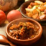 ★牛スジとトリッパのトマト煮込み (バケット2枚付き)