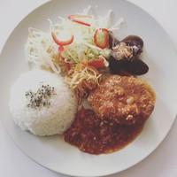 ブルームーン ダイナー - 自家製有機味噌の煮込みハンバーグ定食
