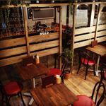 淡路町カフェ カプチェットロッソ - 落ち着いた端の席