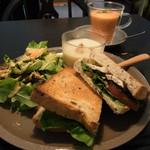 ポントガルテン - 料理写真:サンドイッチとスムージー(2016.10)