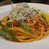 ピッツェリア 馬車道 - 料理写真:国産釜揚げしらすと大葉のトマトソース