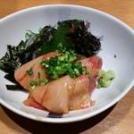 魚民 - 寒ブリの胡麻醤油仕立て(季節メニュー) 498円