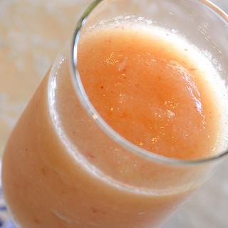 山梨ならではの完熟フルーツのスムージーも人気!