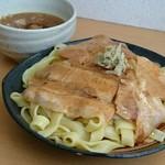 とろ肉つけ麺 魚とん - 極太平打ち麺