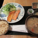 和食や - 本日の魚料理定食(鮭ハラス焼き) 850円