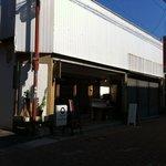 タナカフェプラスコーヒーロースター - 駐車場が3台分あります