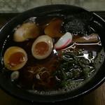 とん平 - 料理写真:黒い丼に黒いラーメン