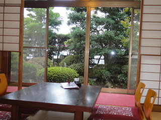 かねりん鰻店 - 部屋から眺める美しいお庭。