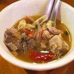 タイ料理 オイノイ・ランナー - トムセップ(取り分け写真)イサーンのモツスープ2010年11月21日