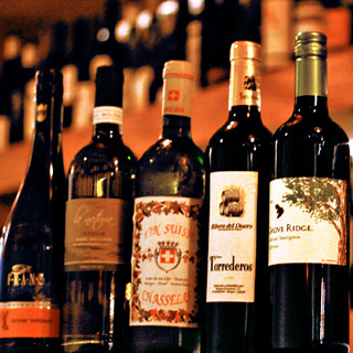 厳選ワインが約100種類!ボトル2800円~お楽しみ頂けます