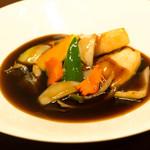 中華料理 HACHI - 外はカリッ。中は柔らかく。長時間煮込んだ黒酢の角煮酢豚