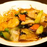 中華料理 HACHI - 具だくさん。五目あんかけかた焼きそば。