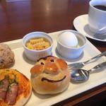 ブーランコ - ブレンドコーヒー390円とモーニング(一例)
