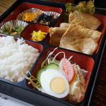 シャトル - 生姜焼き定食