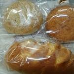 Neige - 料理写真:紅茶パン、チョコレートオレンジ、黒カレーパン。 それぞれが特徴的でどれも美味しいです。