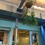 カフェ&ビアテラス カリフォルニアカフェ - 注文は奥のカウンターで。