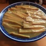 58255748 - 竹(メンマ多し)=900円                        噛むとジュワッとジューシー。パラパラほぐれる繊維をコリっとした歯ごたえの節部分で束ねたような絶妙の食感。このようなメンマが大量に入っているのが竹です。