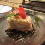 七厘焼き和作 - ぶんご牛極上ホルモン690円も頼んでみましたが、最初は綺麗にケーキみたいに盛り付けられてるんでこれにも(@_@)。