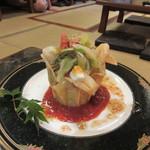 七厘焼き和作 - サラダは地鶏のBARIBARIサラダ900円、タコス風に仕上げられてこれもお洒落で食べるの勿体ない感じでした。
