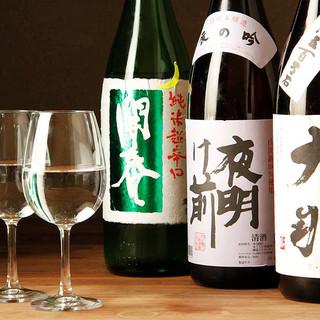 各地より取り寄せた豊富な日本酒や古酒