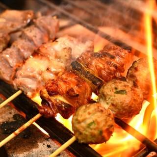 備長炭と職人技で焼き上げる新鮮地鶏!