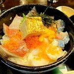 市場の厨房 - 海鮮丼(どんどん丼)