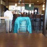 肉酒場寿楽 - 店内