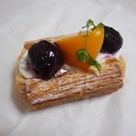 パン工房 coppe - 料理写真:黄桃とダークチェリーのデニッシュ