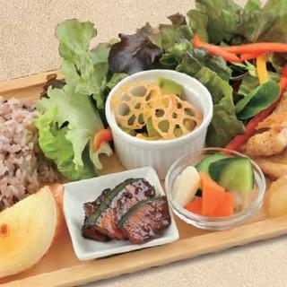 北海道食材にこだわったランチメニュー