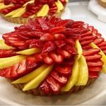 カフェコムサ たまプラーザ店 - いちごとマンゴーのタルト@マンゴーは若め