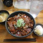 炭焼豚丼 豚野郎 - 中、温玉、みそ汁 計¥900-