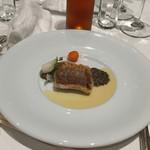 レストラン ひらまつ 博多 - 九州産イトヨリのソテー                             ピュイ産レンズ豆のブレゼ                             バジル風味のブール・ブランソース