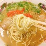長浜ラーメン - 麺のアップです。(2016.11 byジプシーくん)